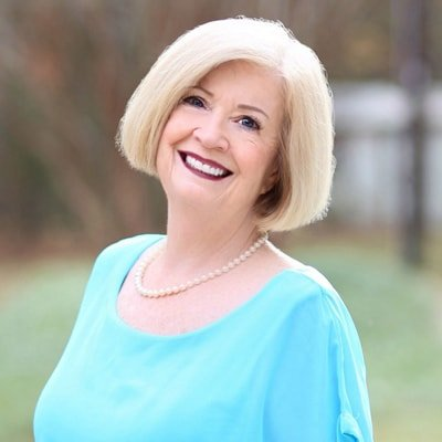 Lois is part of the Simpsonville dental team.
